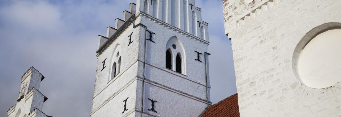 Kirketag og tårn